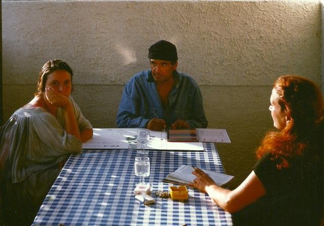 Tano Festa tra Antonella Amendola & Diana Rabito  (di spalle) a Fregene, estate 1987, ph Claudio Abate