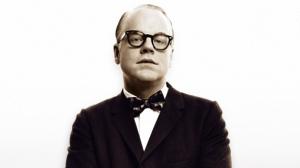 Seymour Hoffman nei panni di Truman Capote