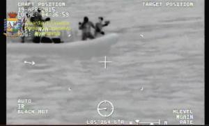 soccorso della Guardia di Finanza durante l'ennesima tragedia mediterranea del 19 aprile 2015