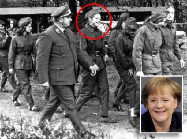Angela Merkel severissima e in divisa ai bei tempi della DDR