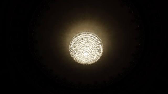 il meraviglioso lampadario del teatro Metastasio di Prato
