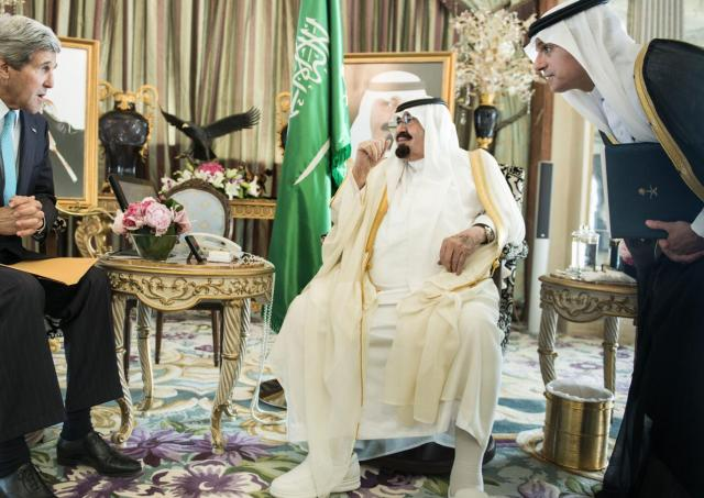 John Kerry nel boudoir del saudita Re Salman