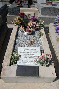 la tomba di Piero Gobetti (1901-1928) al cimitero di parigino di Père Lachaise